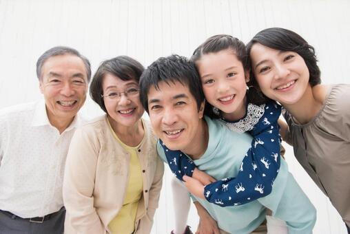 3.1.1.エネルギー自給自足で喜ぶ家族.jpeg
